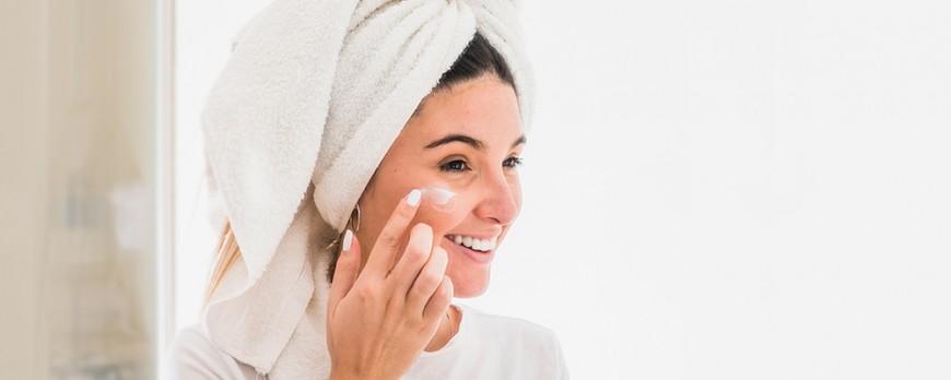 Addio brufoli con la Crema viso NaturalSkin. NaturalSal ci mette la faccia…